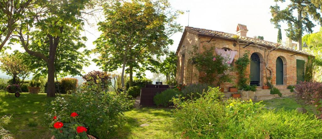 Il giardino affittacamere maria gabriella for Giardini arredati